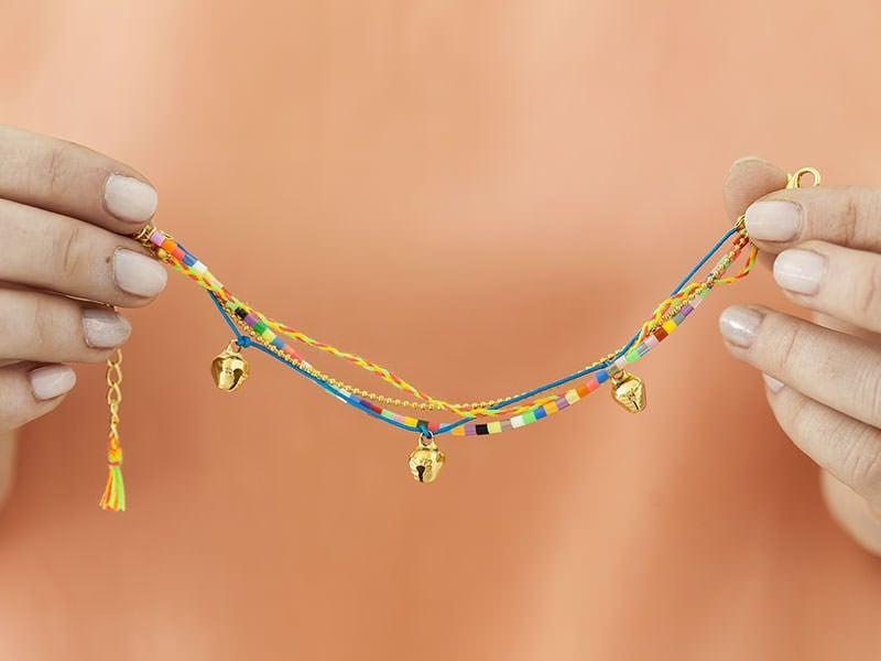 Le bracelet de cheville à grelots