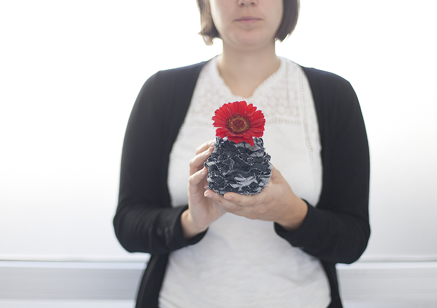 Le vase en jean recyclé