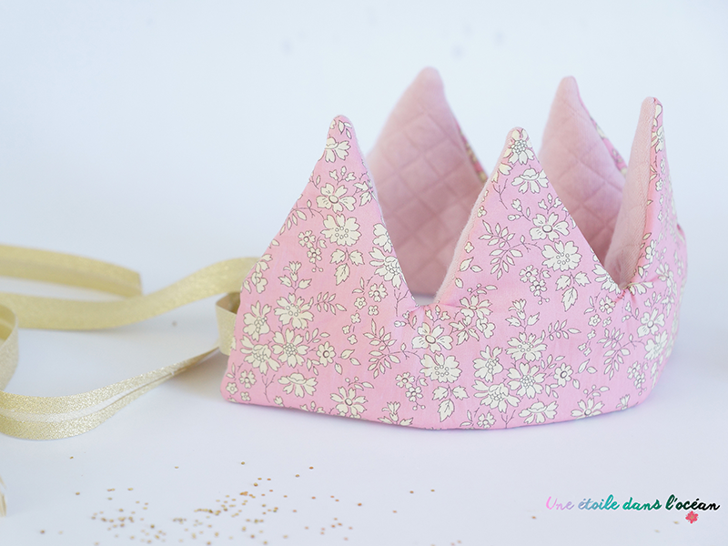 La jolie couronne en tissu