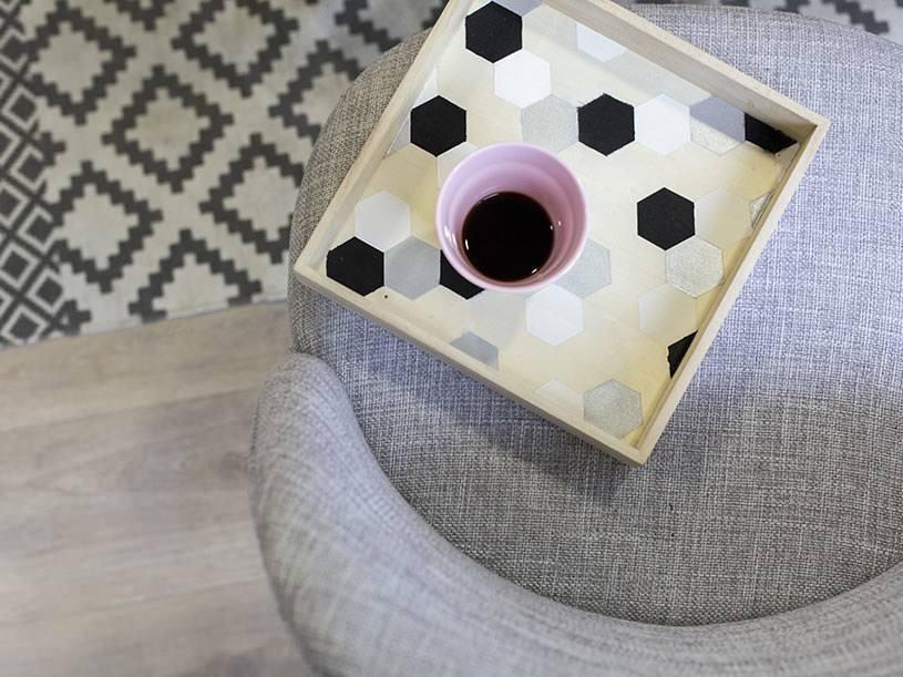 Le plateau à motifs géométriques