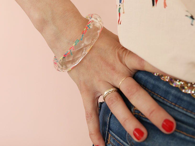 Le bracelet résine coloré