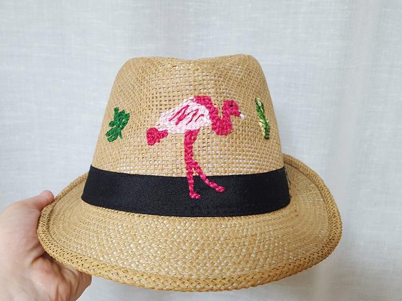 Le chapeau customisé - flamant rose