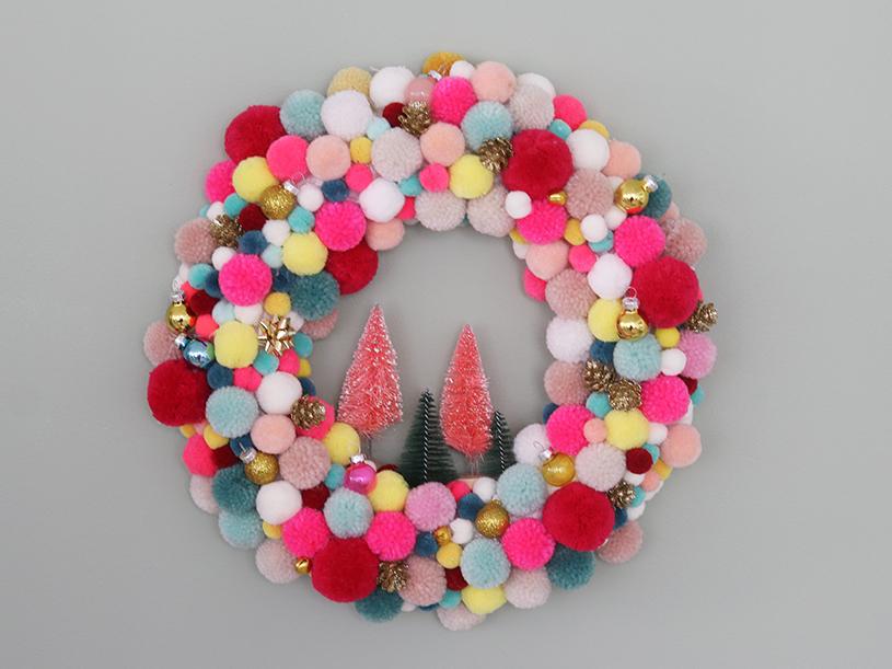 La couronne de Noël en pompons