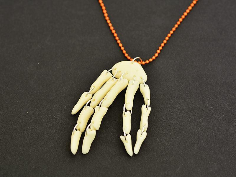 Une main articulée pour Halloween