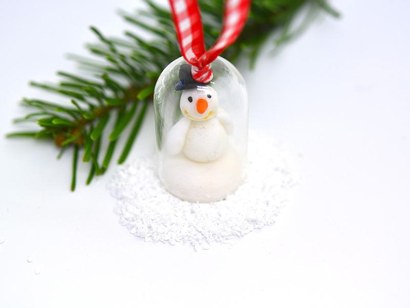 Bonhomme de neige sous sa cloche