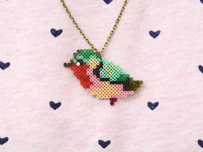 Collier oiseau en perles Hama