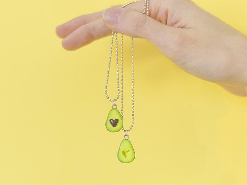 Vous pouvez maintenant suspendre vos jolis pendentifs sur un support tel qu'un collier chaine bille, un porte-clés, des boucles d'oreilles, ou d'autres accessoires fantaisies ;-)
