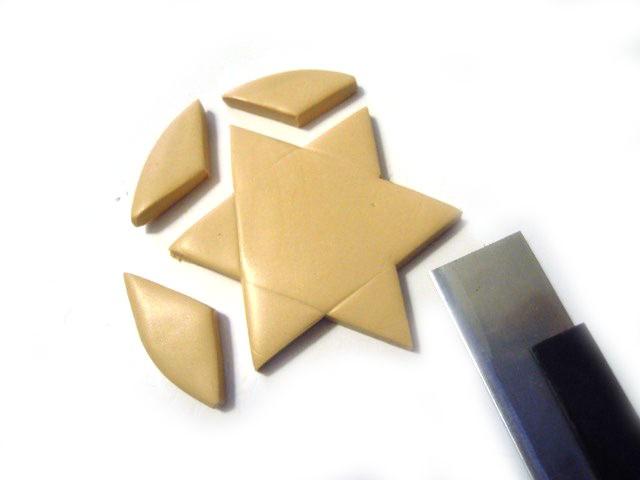 Découpez votre forme d'étoile en suivant les marques.
