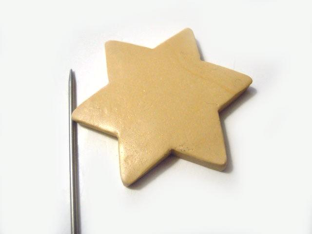 Retournez l'étoile et arrondissez les bords pour une meilleure finition.