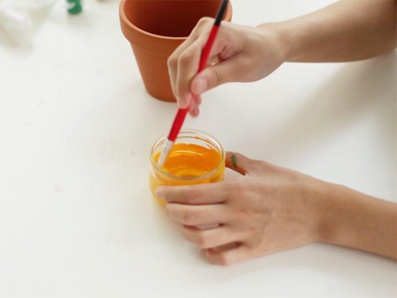 Pour le pot ananas, mélanger un peu de jaune et de orange