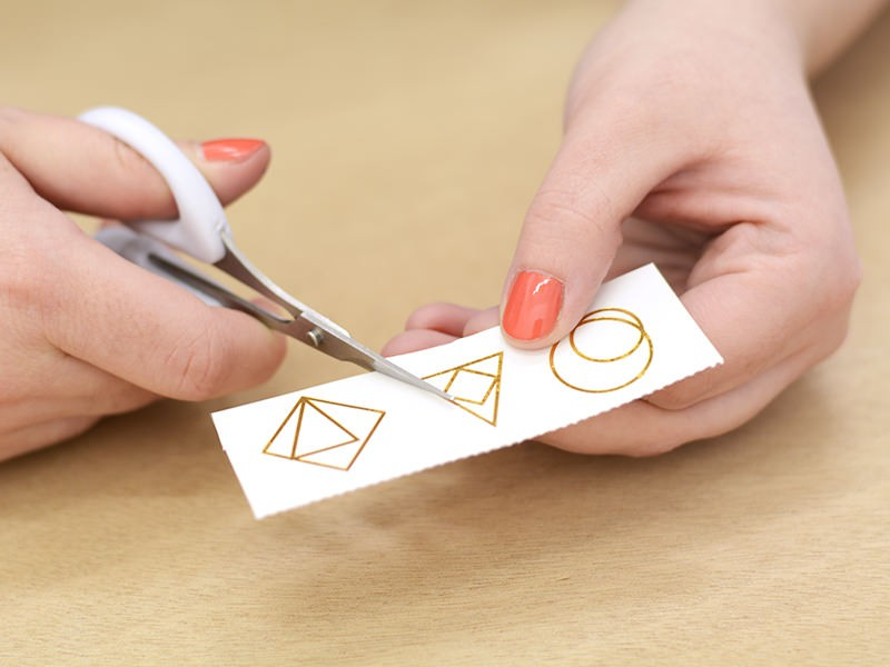 Découpez le tattoo que vous avez choisi en suivant au plus près les contours