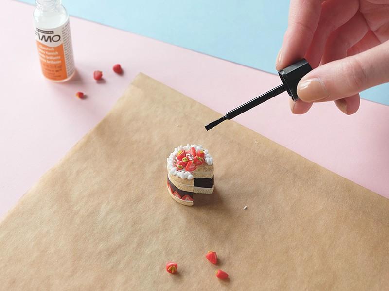 Laissez sécher puis fernissez pour vendre vos gâteau encore plus brillant!