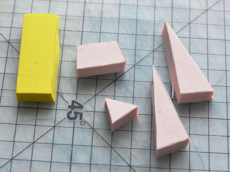 Découpez les formes dans la gomme au cutter, vos tampons sont prêts.