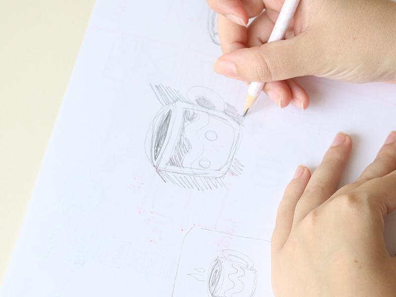 Commencez par faire des croquis sur un papier pour valider le motif.