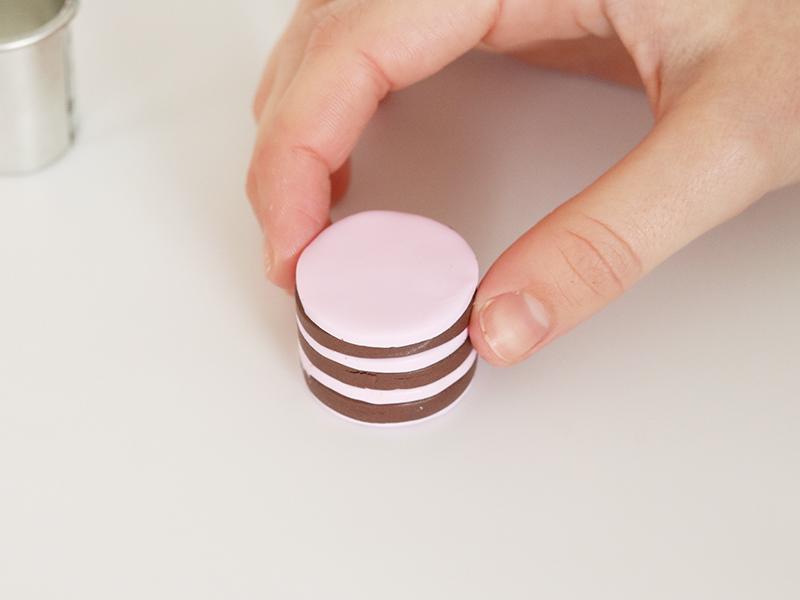 Empiler les cercles en commençant par la couleur rose.