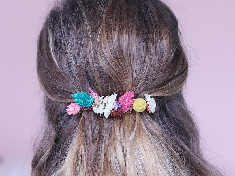 Une fois les fleurs toutes séches, vous pouvez mettre la barrette dans vos cheveux!