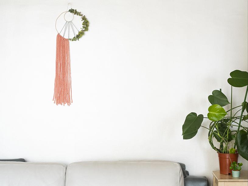 Une suspension bohème aux feuilles d'eucalyptus