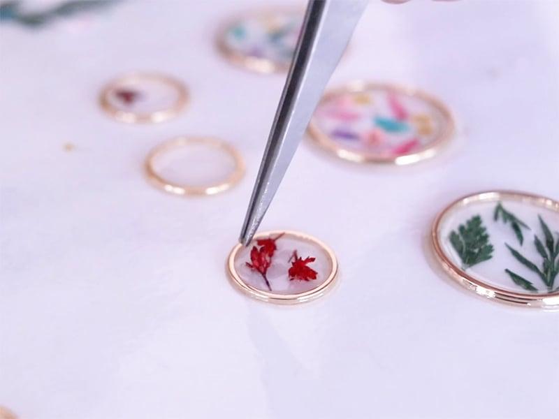 Les bijoux de fleurs séchées