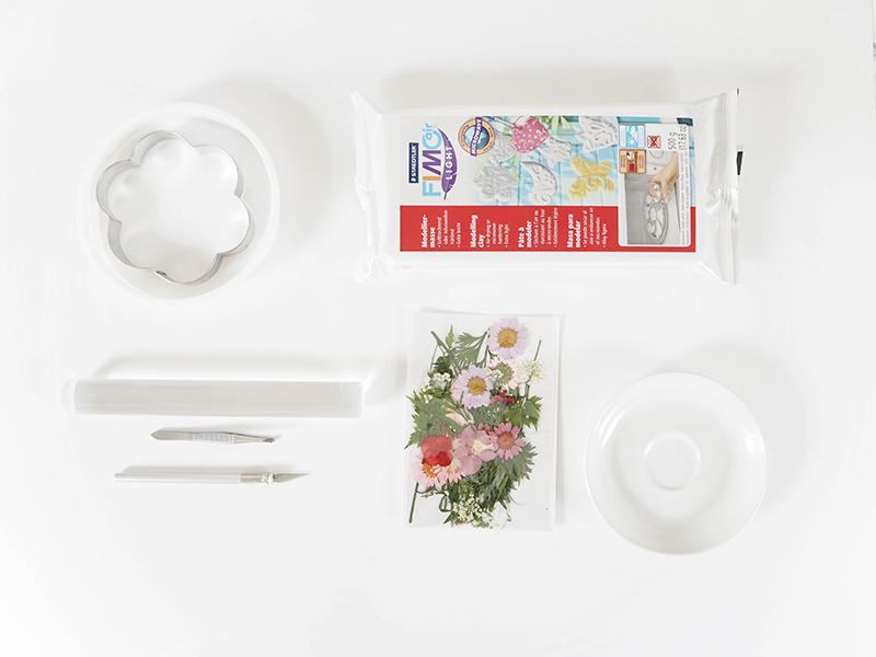 Voici le matériel nécessaire pour réaliser les vide-poches fleuris.