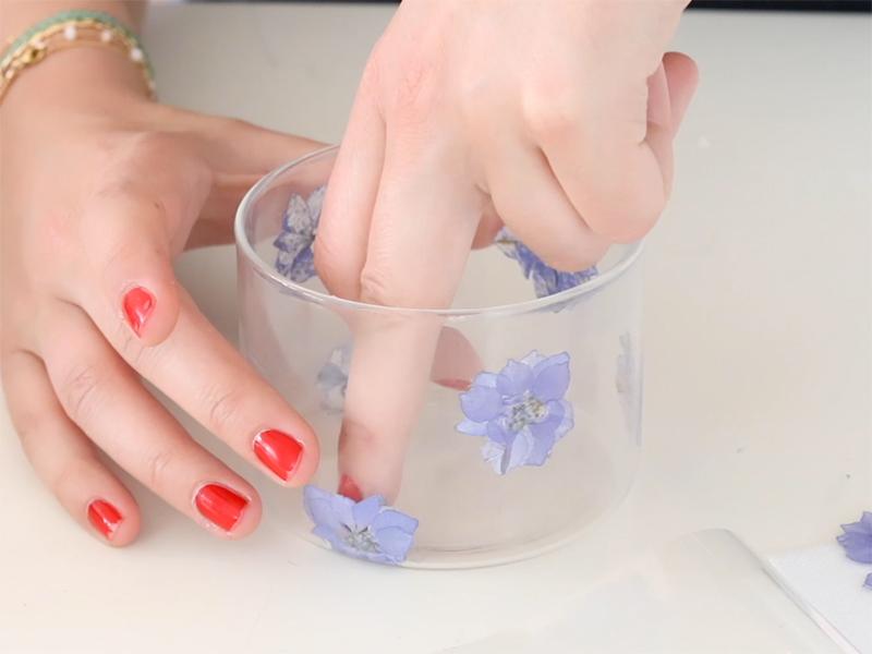 Répétez l'opération en disposant plusieurs fleurs selon votre imagination.