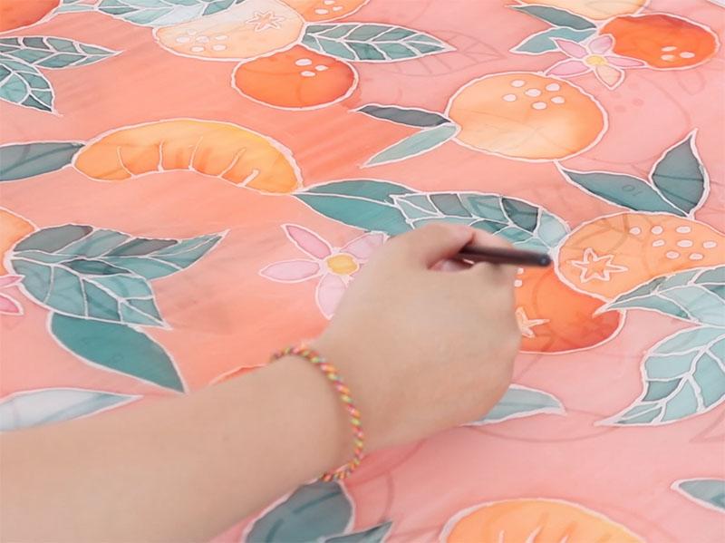 Puis terminez par la couleur du fond et laissez sécher.