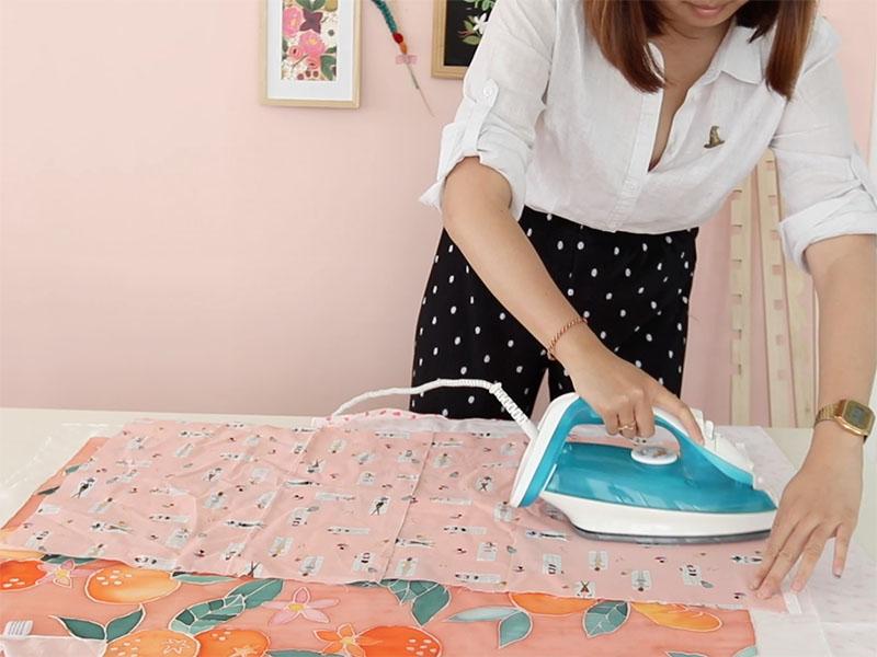 Lorsque votre peinture est sèche, repassez-la en déposant un tissu entre celle ci et le fer.