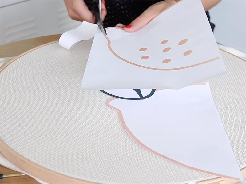 Imprimez et découpez le modèle de citron, puis découpez-le.