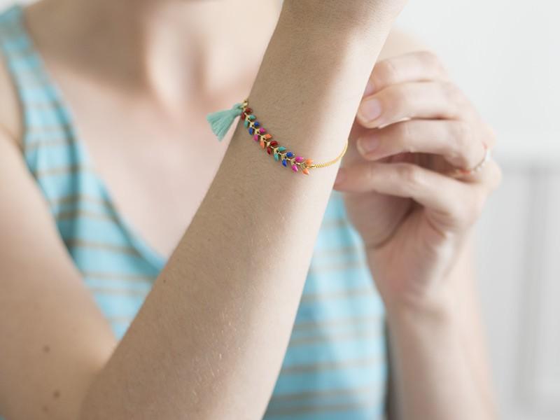 Il ne vous reste plus qu'à mettre votre petit bracelet à votre poignet !