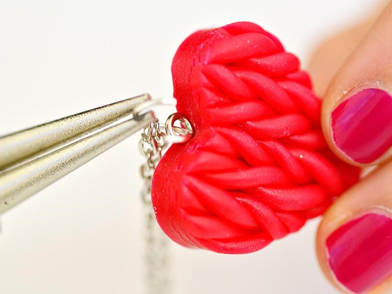 Le collier coeur en tricot de Saint Valentin