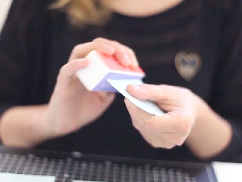 Vous pouvez, lorsque votre fimo est cuite, faire les petites finitions à l'aide du bloc de lustrage.