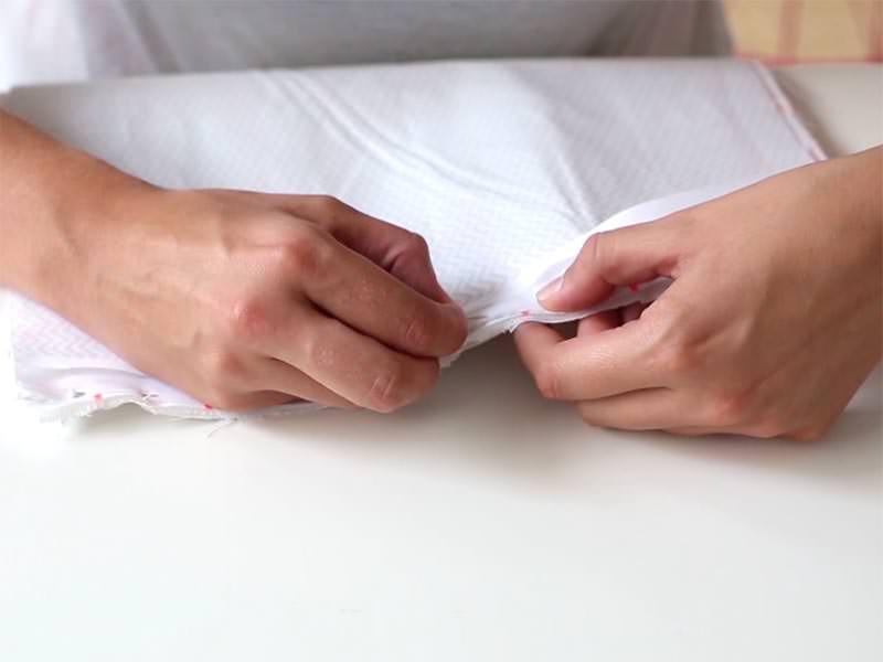Epinglez votre biais le long de la couture.