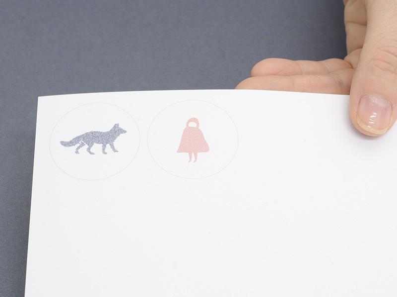 """Imprimez le modèle sur votre feuille de plastique dingue blanc (attention à imprimer du bon côté : celui qui est """"texturé"""")."""