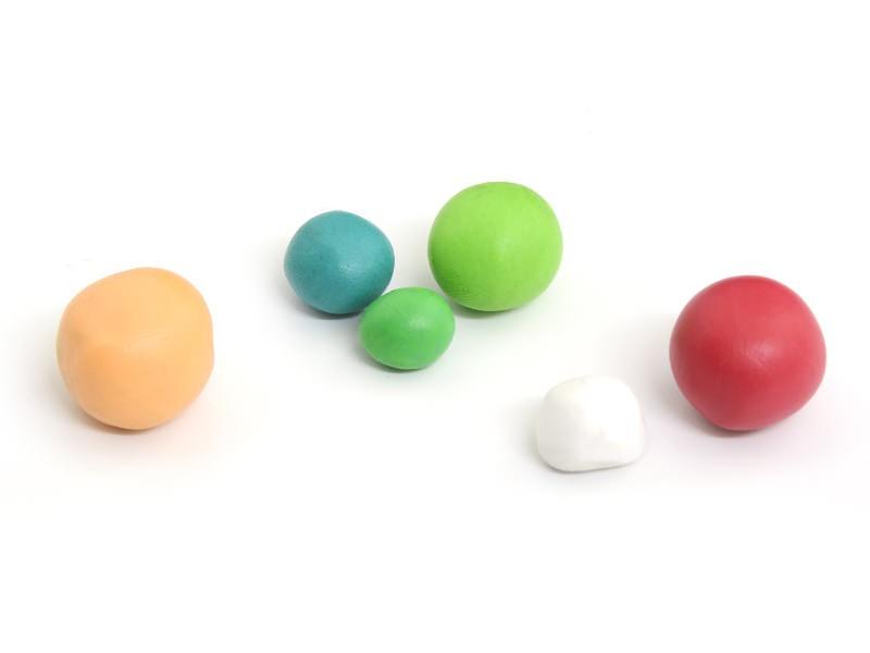 Choisissez vos couleurs selon les figurines que vous voulez réaliser. Faites-les figurines assez épaisses.