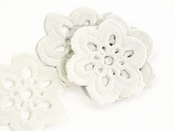 20 small flower-shaped doilies - 2.7 cm