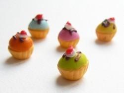 1 bunter Miniaturcupcake - blau