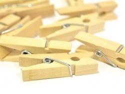Acheter 50 mini pinces à linge en bois - naturel - 3,90€ en ligne sur La Petite Epicerie - Loisirs créatifs