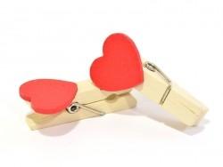 10 kleine Holzwäscheklammern - mit rotem Herz