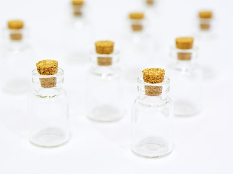 Acheter 10 fioles en verre 2,6 cm - 8,00€ en ligne sur La Petite Epicerie - 100% Loisirs créatifs