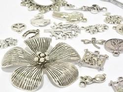 Acheter Lot surprise - 20 breloques argentées - 4,99€ en ligne sur La Petite Epicerie - Loisirs créatifs