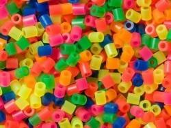 Tüte mit 1.000 klassichen HAMA-Midi-Perlen - durchscheinende Neonfarben