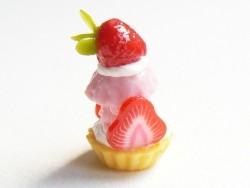 Tarte à la crème surmontée de sa fraise