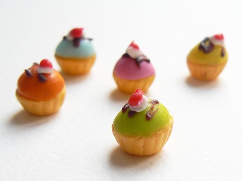 5 cupcakes colorés
