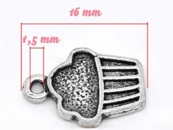 1 silver-coloured silver charm