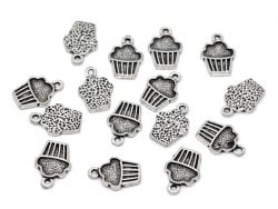 Acheter 1 Breloque cupcake, argentée - 0,39€ en ligne sur La Petite Epicerie - 100% Loisirs créatifs