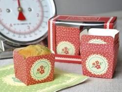 12 moules à cakes en papier - fleurs rouges