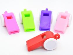 5 sifflets en plastique - couleurs assorties