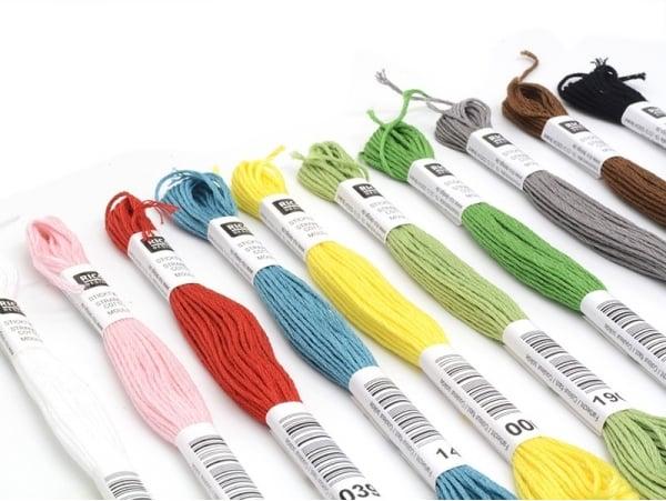 Acheter Set de 10 couleurs de fil à broder - 11,90€ en ligne sur La Petite Epicerie - 100% Loisirs créatifs