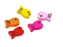 5 wooden fish beads