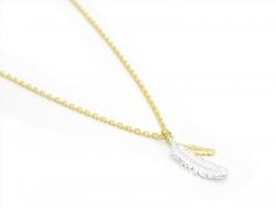 Zarte Halskette mit Federanhänger - goldfarben