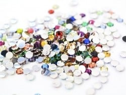 100 strass diamants multicolores